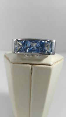 ring in 925/1000 silver, 5 grams, diamonds 0.08 ct and blue quartz - size 15