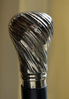 Silver plated walking stick with turned Baroque knob, Italy, 20th century