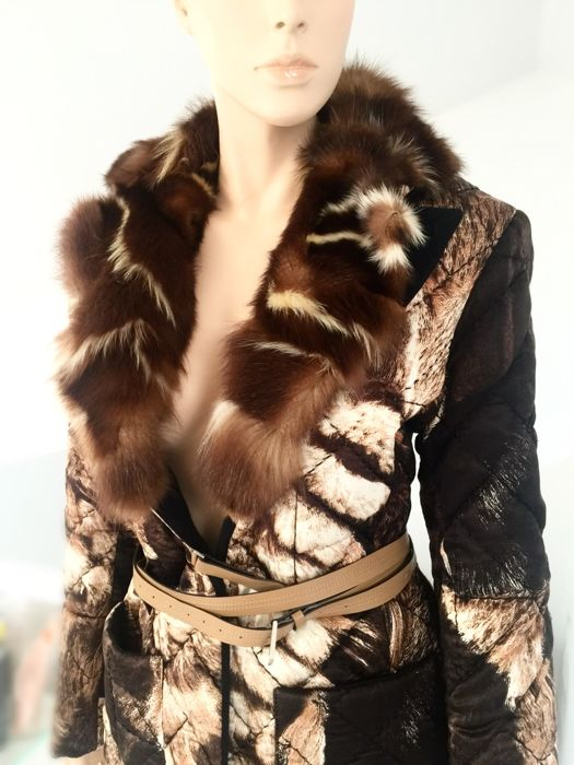 Gianfranco Ferre – exclusive coat in silk with skunk fur collar