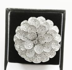 A Beautiful Flower Ladies Ring with Brilliant cut Diamonds total 6.03 ct - Certified