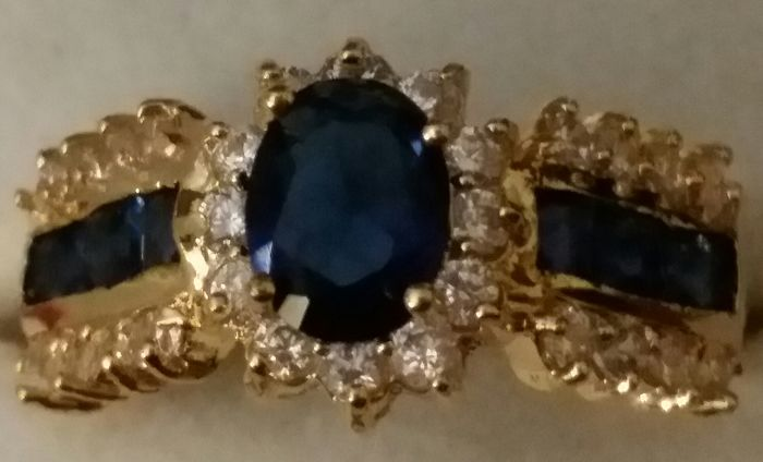 Vintage ring with a large natural deep blue sapphire of 1.50 ct and 7 mm. Original design. ♡ No reserve price ♡