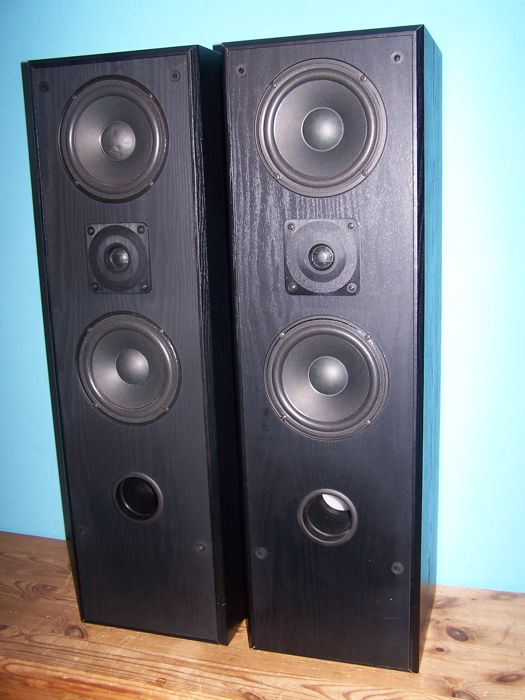 Yamaha NS-G40 3-way bass reflex column speakers