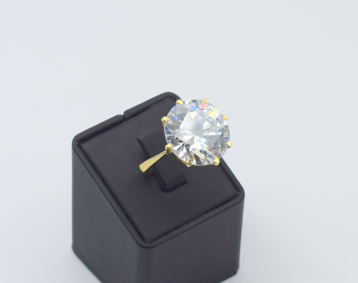 14 K yellow gold ring with zircon  stone  - 19.5 x 19.5  mm  approx