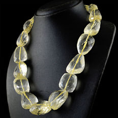 Citrine necklace with 18 kt (750/1000) gold clasp, length 50cm.