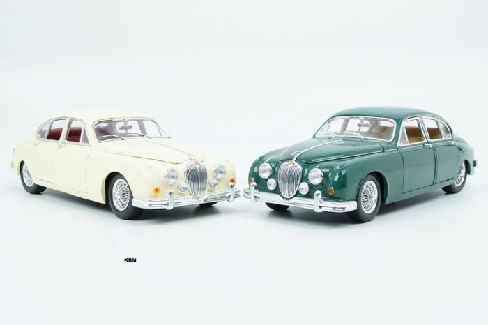 Maisto - Scale 1/18 - Lot with 2 x Jaguar Mark 2 1959 Green and White
