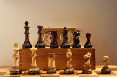 Staunton 5 competition chess set