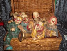 Beautiful large vintage musician clowns in a wicker suitcase - Marked ©AAA and ARPI - very rare - in a very good condition