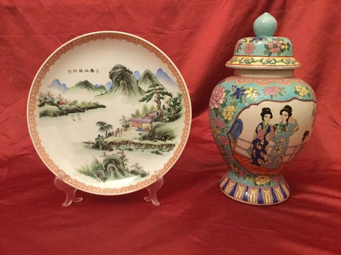 Enamelled porcelain vase with lid and enamelled plate - China - Late 20th century