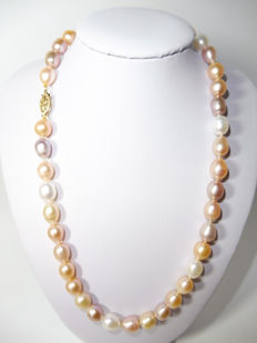 14kt Gold Freshwater pearl necklace 9-9.5mm***