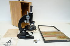 Learning microscope model L-101 with accessories Euromex - Netherlands - ca 1970
