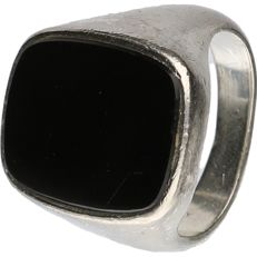925/1000 Silver signet ring set with an onyx stone - ring size: 18 mm