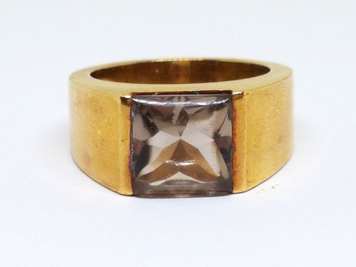 Solid matte 18 kt gold ring weighing 14.70 g with clear quartz of 5.50 ct in total - Size: ES 14