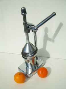 Attractive design Juicer - chrome finish.