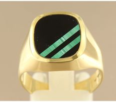 14 kt yellow gold ring set with onyx and malachite ring size 20 (63)