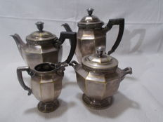 Coffee and tea 4 parts art deco, silver Metal and bakelite handles. Circa1930.
