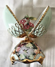 22K Gold-plated with Swarovski crystal pastel green Porcelain egg music box with  hummingbird from the BE Ardleigh Eliott year-piece collection, which plays 'everything is beautiful', limited and numbered.