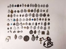 Lot of 100 religious medals - cross - reliquary - Rosary - s 19th and 20th.