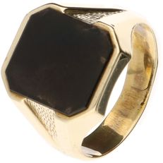 14 kt yellow gold men's signet ring set with onyx, size 20