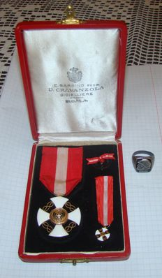 Italy Crown Order + miniature + silver ring with Musolini + original box
