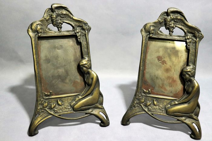 2 bronze frames in an Art Nouveau style - Catawiki
