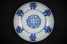 Blue and white dish with symbols – China – Guangxu period (1875-1908)