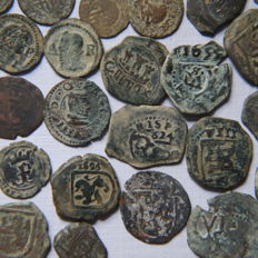 Spain - Lot of 29 medieval Spanish coins - white RR. CC and Felipe II - Dineros - Ardites - Maravedis - Cuartillo - many have date
