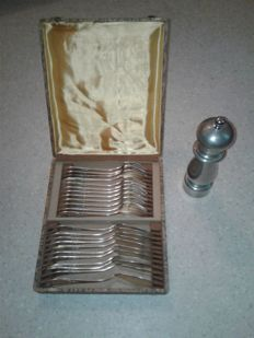 Old pepper mill, tin, Borel +  23 pieces.