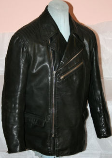 Vintage short motorcycle jacket made of thick leather - Classic car leather jacket - circa 1970
