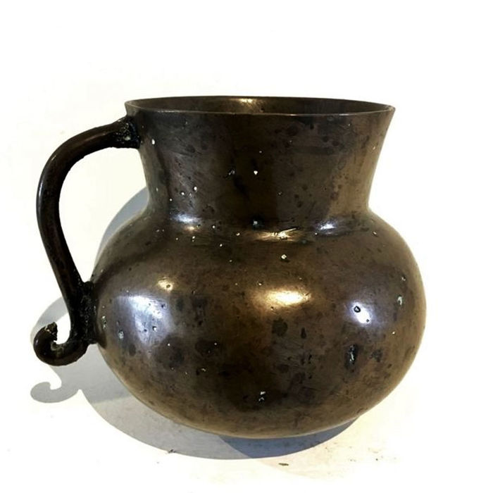 Medieval bronze measuring cup - high 135 mm