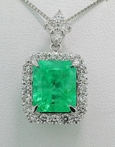 Emerald brilliant necklace 5.58 ct in total, includes 1 Colombian emerald with 4.90 ct 900 platinum *NO RESERVE*