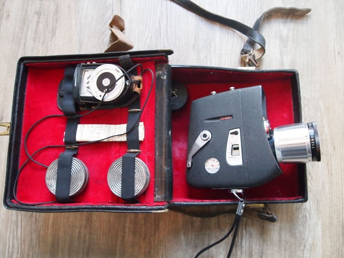 Vintage Bell and Howell Zoom Master 8mm Movie Camera in the original case 1950/60s