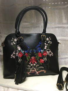 Hand-embroidered handbag with strap - Tuscany - Bags - Italy