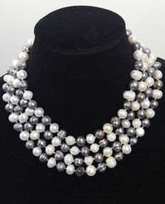 Extra long necklace composed of freshwater cultured grey and white pearls - Length: 180 cm.