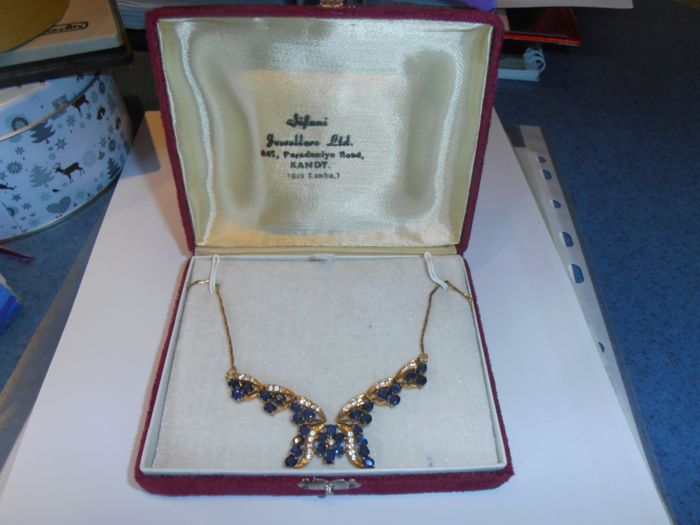 Necklace in 585 yellow gold with 32 blue sapphires and 30 corundum stones, from Sri Lanka, total content approx. 59 ct