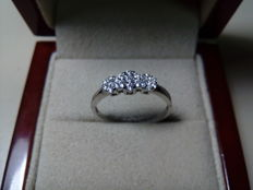 18 kt white gold ring and 0.24 ct diamonds