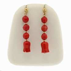 18k/750 yellow gold earrings with coral  -  Length: 39 mm.