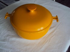 Le Creuset pot and casserole cast iron of 23 cm