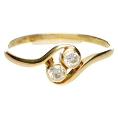 14 kt gold wavy ring - set with brilliant cut diamond of approx. 0.20 ct