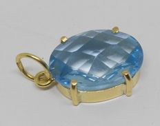 Pendant in 18 kt yellow gold with blue topaz of good size and colour