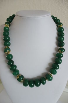 Necklace with natural emeralds with an 18 kt gold clasp - Length: 49 cm
