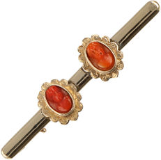 14 kt - Yellow gold antique brooch set with 2 carved precious corals set in an elegantly tooled rosette setting - Length x width:  55 mm x 12 mm