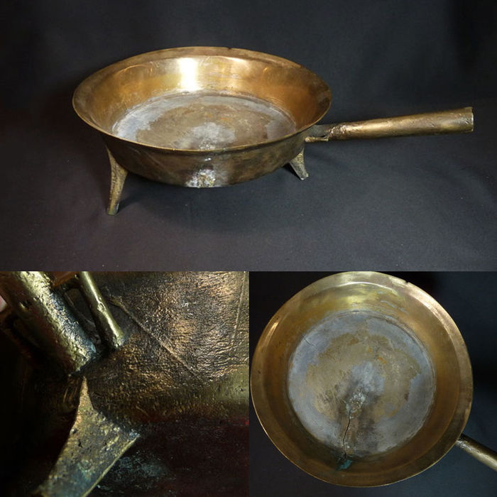 Large Imposing medieval bronze frying pan - L 47.5 cm