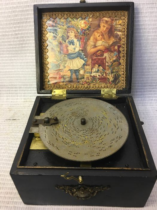 Polyphon disc music box with 10 discs - around 1904