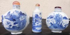 lot of white and blue porcelain snuff bottles - China - 20th century, snuff box, snuff