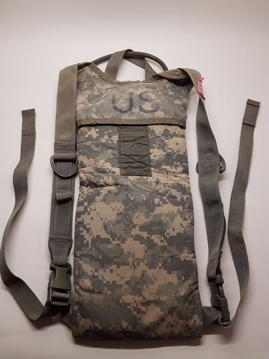 """Fanstastic 3L U.S ARMY liquid carrying case """" MOLLE II - CARRIER IDRATION SYSTEM """" with ACU mimetic used in AFGHANISTAN commonly called """"CAMELBAK""""."""