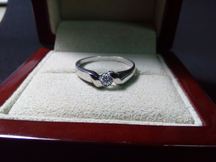 18 kt White gold ring and 0.17 ct Diamond