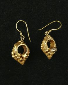 Antique earrings in 20 kt gold - Tamil Nadu (India), early 1900s
