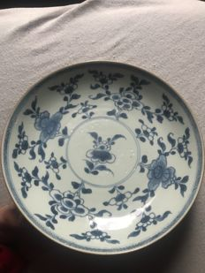 Porcelain Kangxi plate - China - 18th century