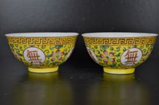 A pair Famille Rose bowls - China - early 20th century Guangxu marked
