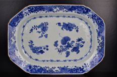 Porcelain charger plate - China - 18th century